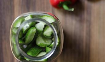 Sriracha and red pepper refrigerator pickles in a jar.